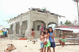 Haiyan - 3 girls