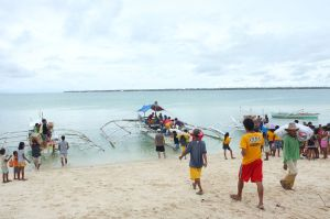 Haiyan -unloading goods