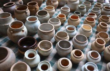 China - Market, jars