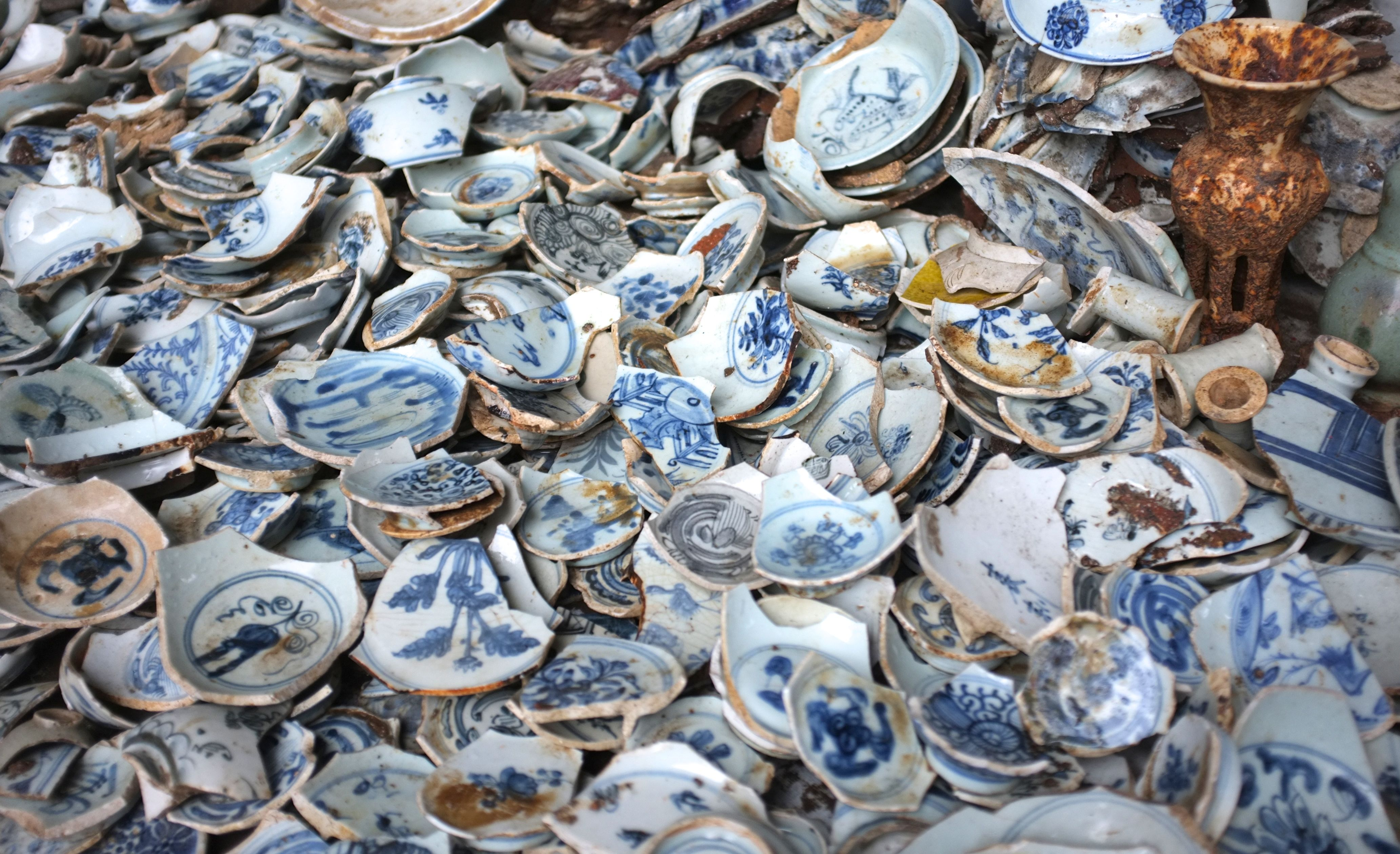 """porcelain jingdezhen Identity crafting  quality  teaware to try  identity  crafting  quality  teaware to try  for over 1,700 years, pure whiteporcelain clay has been mined andmolded in jingdezhen, the city knownas the """"porcelain capital."""