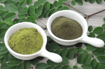 Left: commercial moringa powder; right: homemade